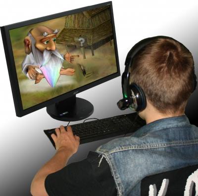 Jugendlicher zockt am PC die Göttersimulation Black and White von Lionhead Studios
